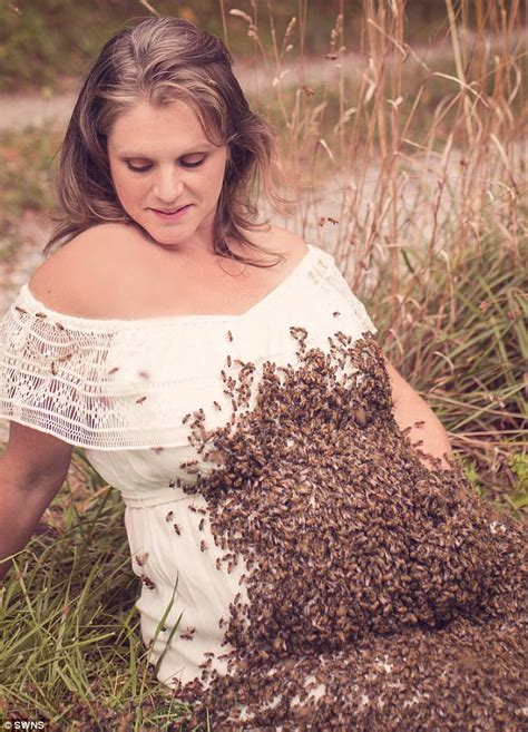 Pregnant Ohio mom poses for shoot with 20,000 bees | Daily