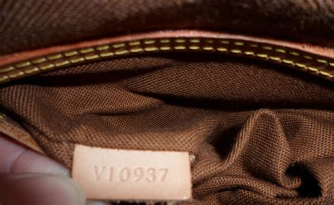 HOME BASED PINOY: AUTHENTIC LOUIS VUITTON BAG VS